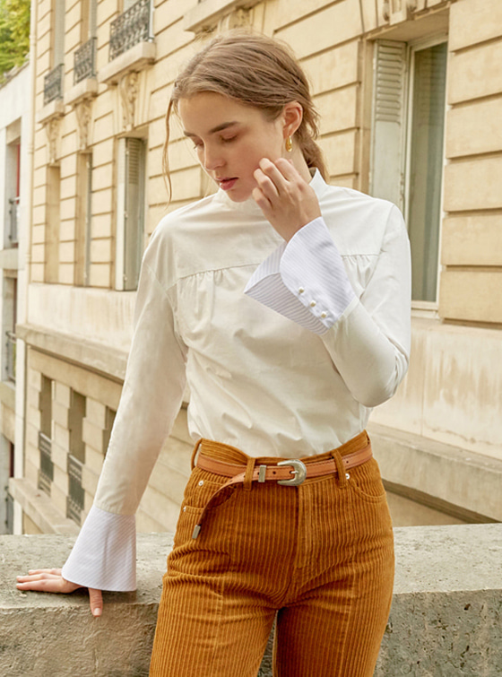 Long Cuffs Shirt in White VW8AB0480