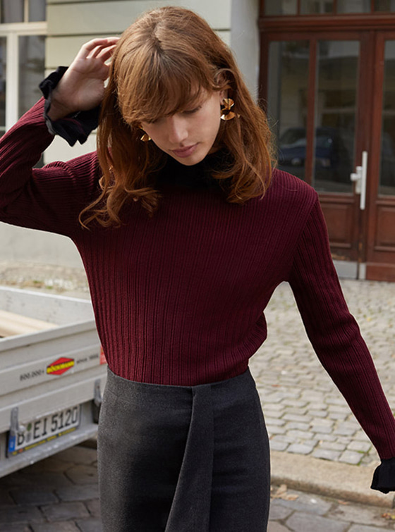 Frill Color Turtle Neck in Wine VK7WP0660